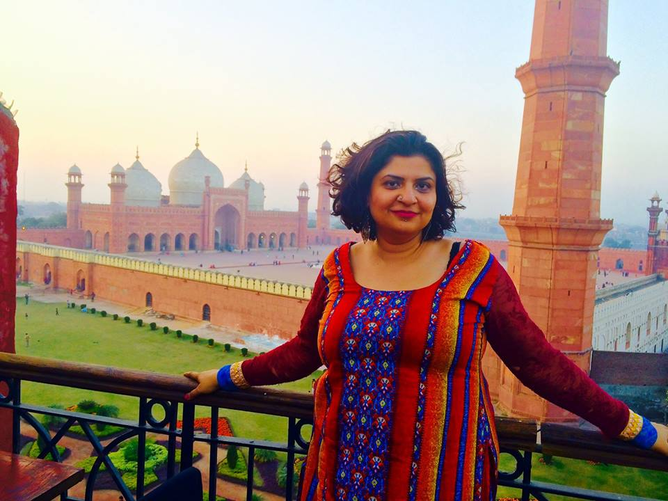 Urooj Arshad standing with Badshahi Masjid in the background