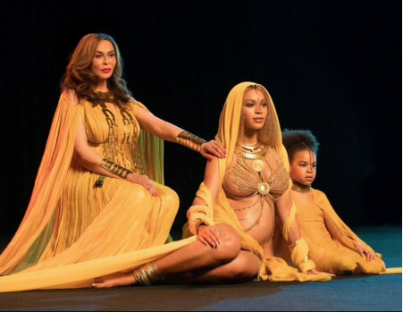 beyonce and two other women dressed in yellow on stage in concert