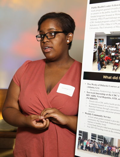 Sarah Bragg discusses her research during a poster session at the inauguration of President Jorge Gonzalez.