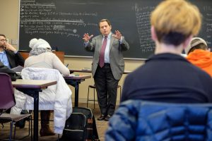 Judge Gerald Rosen talks with students at Kalamazoo College