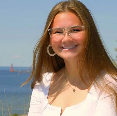 Heyl Scholar Elizabeth 'Ellie' Grooten_showcase